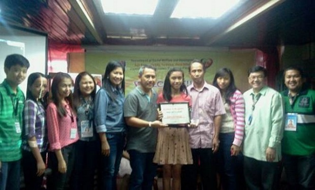 Awarding of Exemplary Child of the Pantawid Pamilya Regional Competition (1)