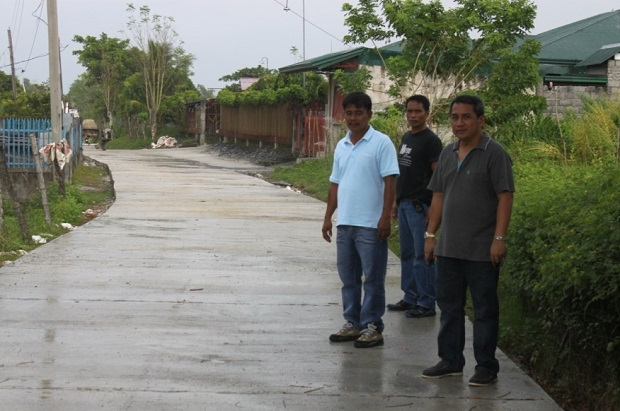 CONCRETING OF FARM TO MARKET ROAD AT BRGY. ESMERALDA ROAD (2)