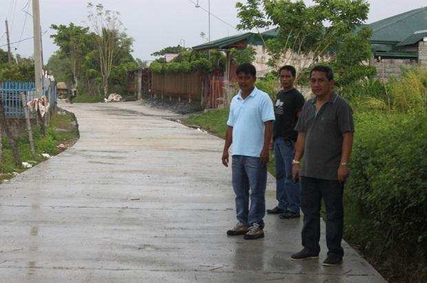 CONCRETING OF FARM TO MARKET ROAD AT BRGY. ESMERALDA ROAD (2)