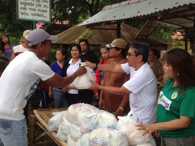Distribution of Relief Goods to typhoon Luis Victims (1)