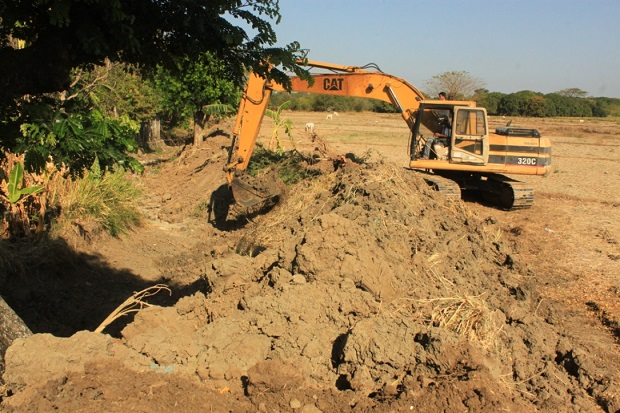 Dredging of Canal And Small Farm Reservoir (1)