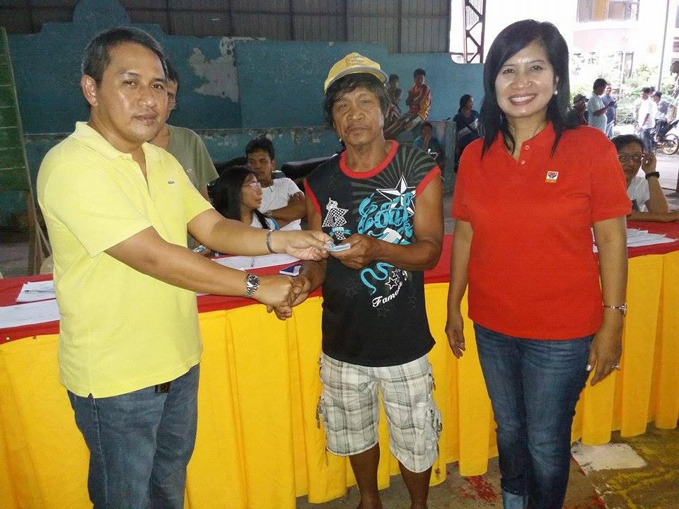 distribution-of-emergency-shelter-assistance-to-typhoon-lando-victims-1