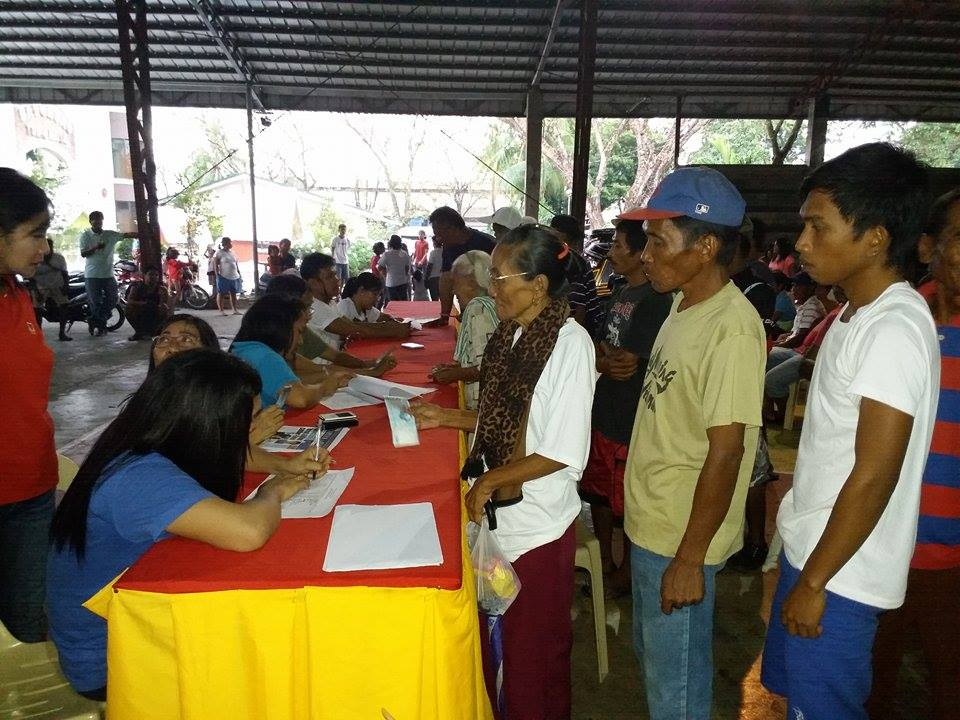 distribution-of-emergency-shelter-assistance-to-typhoon-lando-victims-2